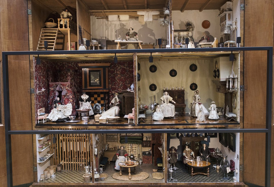 The dolls house of Petronella Dunois is on display in the 17th century gallery of the Rijksmuseum in Amsterdam April 4, 2013. The Rijksmuseum, after a decade of rebuilding, renovation and restoration, will open to the general public on April 13, 2013, according to the media release. REUTERS/Michael Kooren (NETHERLANDS - Tags: SOCIETY TRAVEL) - RTXY8GS